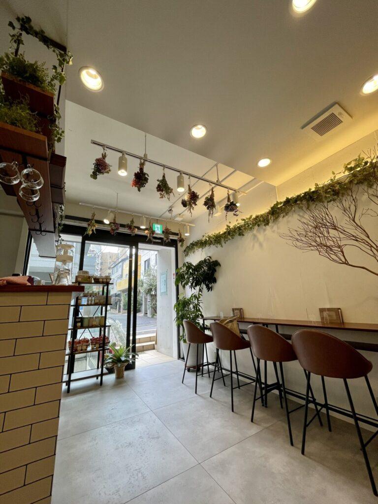 広尾のオーガニックカフェ「パピヨンエナチュール」の店内