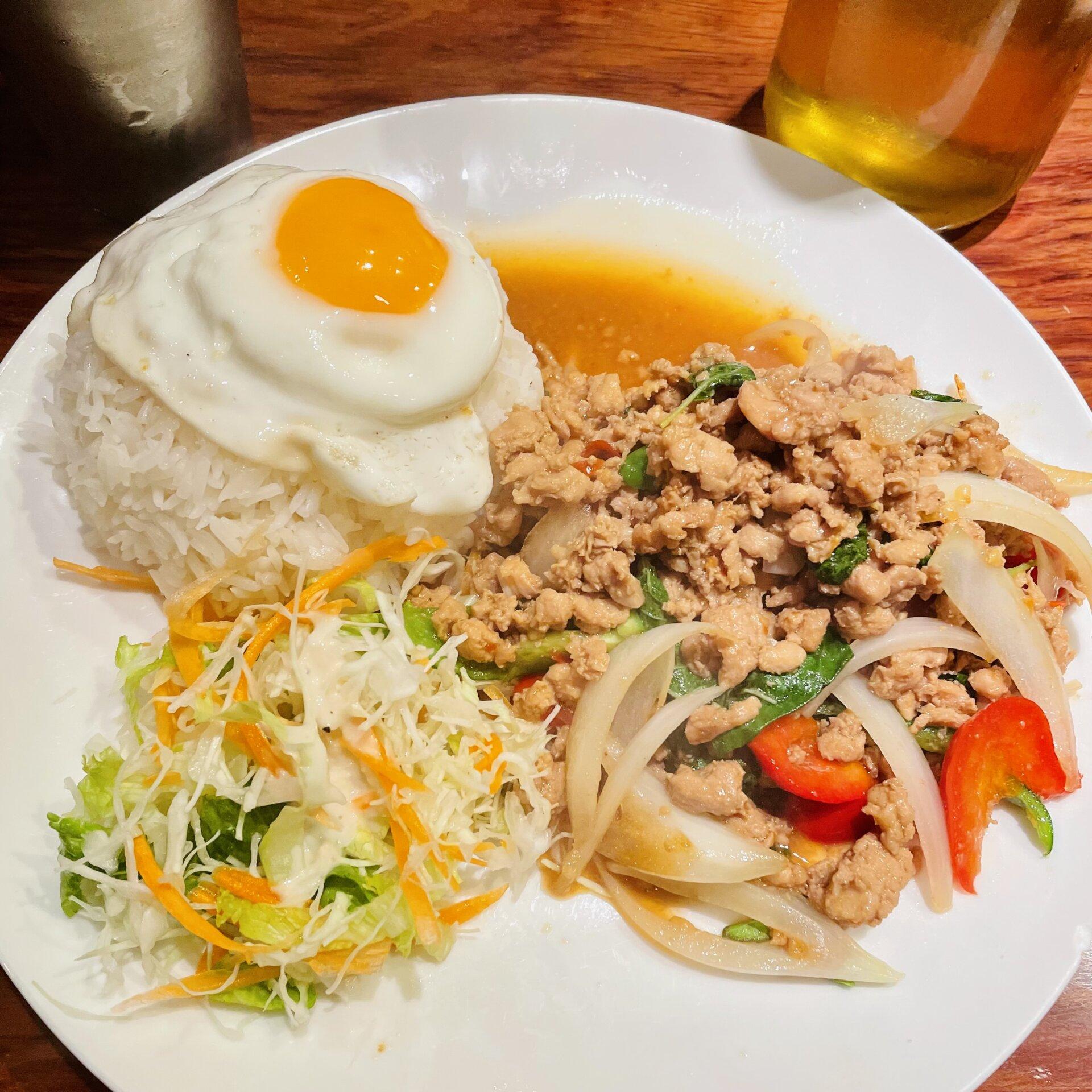 【三軒茶屋】タイ料理の激戦区でトップレベル!「タイ東北料理イサーンキッチン 」ガパオライス